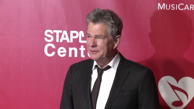 david foster at the 2016 musicares person of the year honoring lionel richie at los angeles convention center on february 13, 2016 in los angeles,... - ライオネル・リッチー点の映像素材/bロール