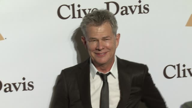 david foster at the 2016 pre-grammy gala and salute to industry icons honoring irving azoff at the beverly hilton hotel on february 14, 2016 in... - the beverly hilton hotel点の映像素材/bロール