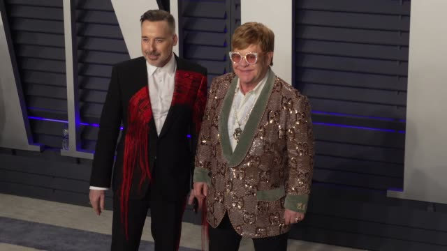 stockvideo's en b-roll-footage met david furnish and elton john at 2019 vanity fair oscar party hosted by radhika jones at wallis annenberg center for the performing arts on february... - oscar party