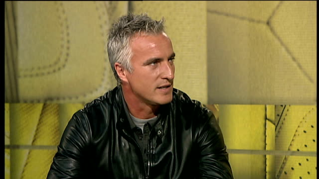 london gir int david ginola interview sot doesn't believe juande ramos has become bad coach overnight england essex chigwell ext shots of ramos at... - tottenham hotspur f.c stock videos & royalty-free footage