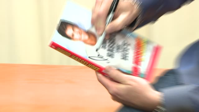 David Hasselhoff at the David Hasselhoff Book Signing for 'Don't Hassel the Hoff' at Barnes Noble Bookstore in New York New York on June 5 2007