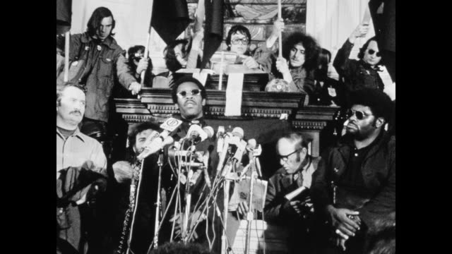 david hilliard chief of staff of the black panthers gives speech to media the black panthers called on supporters to come to new haven to protest the... - アメリカ黒人の歴史点の映像素材/bロール