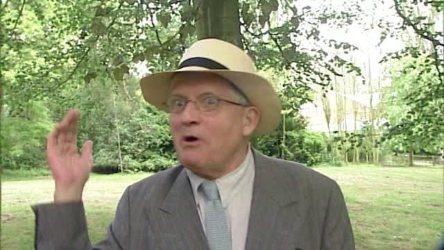 David Hockney mocking 'people whose vision isn't big enough' regarding anti smokers