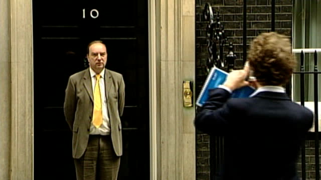 attorney general refuses new inquest; r02080512 london: downing street: ext liberal democrat mp for lewes, norman baker, posing for photocall on... - b rolle stock-videos und b-roll-filmmaterial