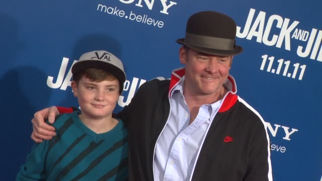 david koechner at the 'jack and jill' world premiere at westwood ca - ウェストウッド地区点の映像素材/bロール