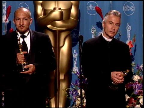 vídeos de stock e filmes b-roll de david leroy anderson at the 1998 academy awards at the shrine auditorium in los angeles california on march 23 1998 - 70.ª edição da cerimónia dos óscares