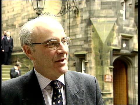david mcletchie msp interviewed sot tony blair tried to blame the scottish parliament as a whole for the miserable policies of the scottish executive... - ロビン クック点の映像素材/bロール