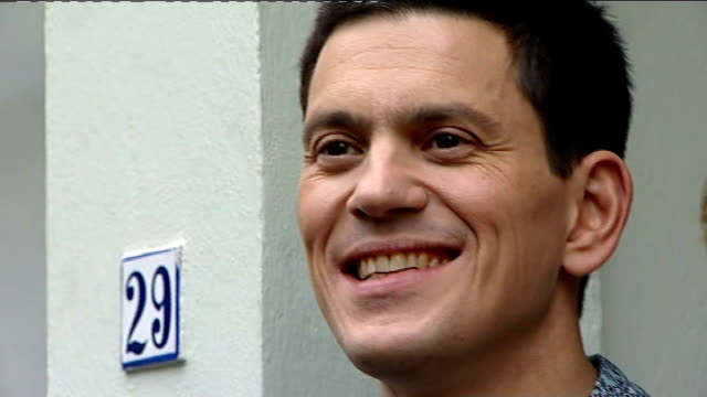 david miliband withdraws from the shadow cabinet photocall with his wife england london primrose hill photography ** david miliband mp out of house... - david miliband stock videos & royalty-free footage