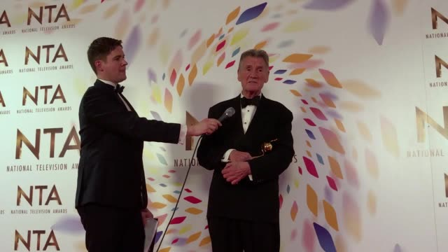 david mitchell pays tribute to the late nicholas parsons, and micheal palin was given a special recognition award which he dedicated to his late... - モンティ・パイソン点の映像素材/bロール
