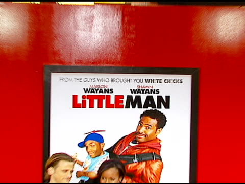 vídeos y material grabado en eventos de stock de david moscow and kerry washington at the 'little man' premiere at the mann national theatre in westwood, california on july 6, 2006. - mann national theater