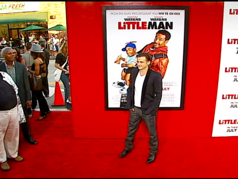 vídeos y material grabado en eventos de stock de david moscow at the 'little man' premiere at the mann national theatre in westwood, california on july 6, 2006. - mann national theater