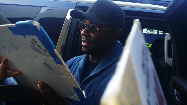 David Oyelowo signs autographs at Los Angeles International Airport in Celebrity Sighting in Los Angeles 1/04/2015