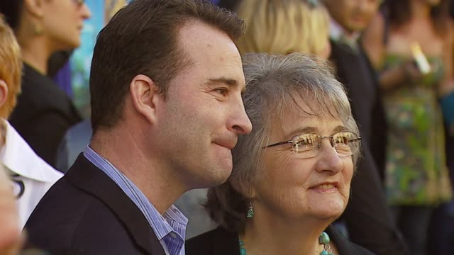 david paterson, screenwriter and katherine paterson, author at the 'bridge to terabithia' premiere at the el capitan theatre in hollywood, california... - 脚本家点の映像素材/bロール
