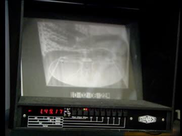 vídeos y material grabado en eventos de stock de david plowright resigns from granada television; cr1874 / 7.12.89 bv technicians in editing suite in tv studios cms screen of editing machine plays... - telenovela