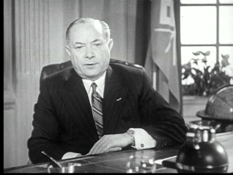 vídeos y material grabado en eventos de stock de david sarnoff sitting at desk talks to camera about broadcasting industry television / new york city usa / audio - vestimenta de negocios formal