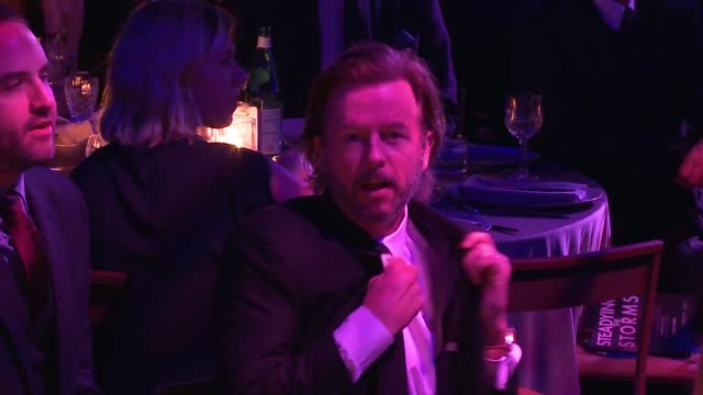 david spade at sean penn j/p hro gala: gala dinner to benefit j/p haitian relief organization and a coalition of disaster relief organizations - ショーン・ペン点の映像素材/bロール
