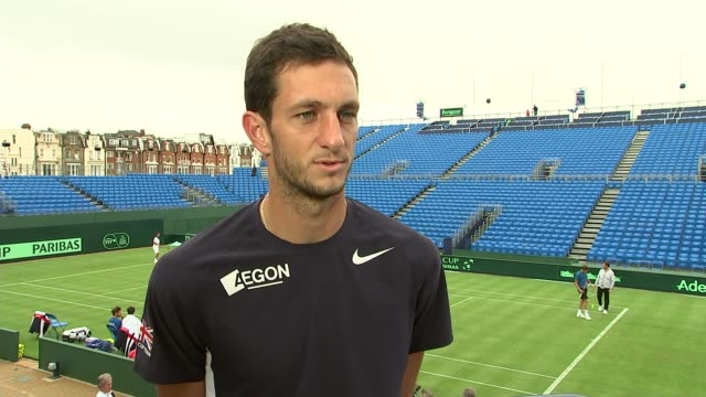 davis cup preview; england: london: queen's tennis club: ext various shots of tennis players, james ward and andy murray warming up on court for... - davis cup stock-videos und b-roll-filmmaterial