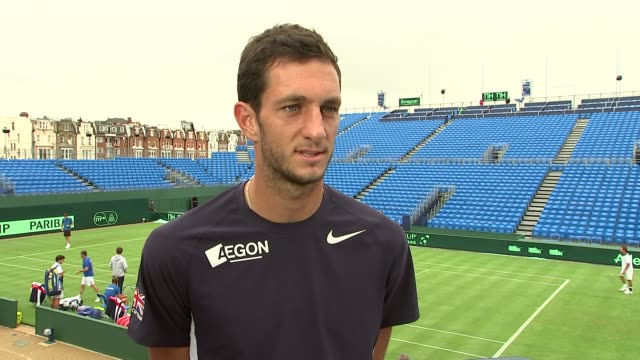 james ward and andy murray practising on court; ward interview sot - on arsenal's chances this season / on his friendship with andy murray leon smith... - davis cup stock videos & royalty-free footage