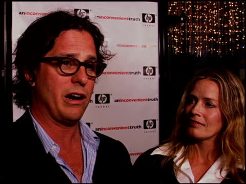 vídeos de stock, filmes e b-roll de davis guggenheim and elisabeth shue on the impact gore's presentation on global warming had on him personally the first time he heard it on being in... - a. gore