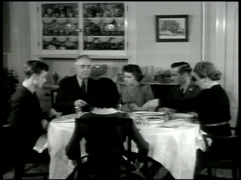 stockvideo's en b-roll-footage met davis home int house dining room w/ the davis family eating dinner father carving ham cus family members youngest daughter 'carol' daughter 'jane'... - dining room