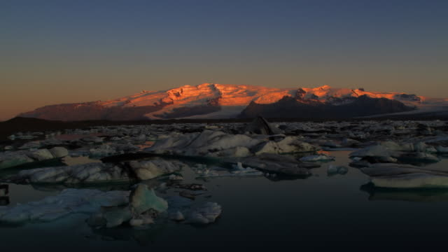 t/l ws dawn at glacier lagoon, hohn, iceland - ice floe stock videos & royalty-free footage