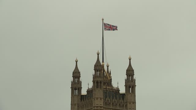 dawn gvs of the houses of parliament and press tents england london westminster ext gvs the houses of parliament and the river thames / british flag... - victoria tower stock-videos und b-roll-filmmaterial