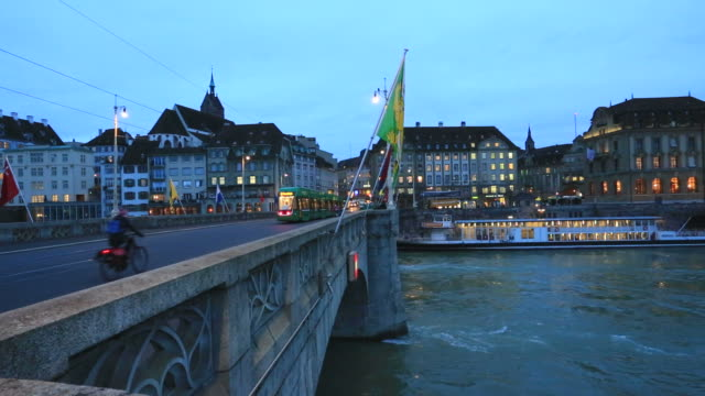 dawn, the medieval mittlere brücke stone bridge over the river rhine, - brücke stock-videos und b-roll-filmmaterial