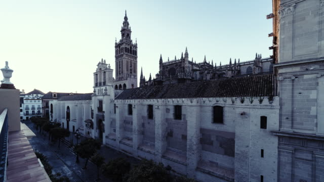 dawn to mid-day time-lapse of la giralda and seville cathedral, seville, spain - dawn to day stock videos & royalty-free footage