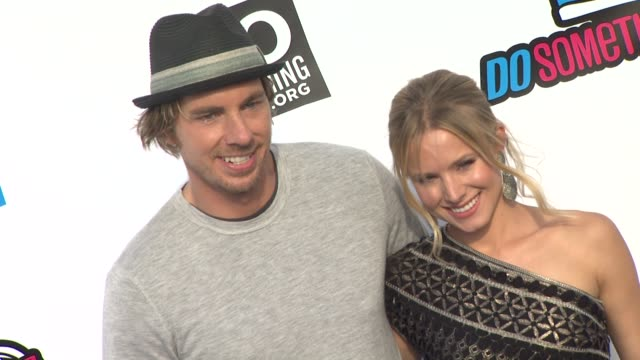 dax shepard and kristen bell at the 2011 vh1 do something awards at hollywood ca - kristen bell stock videos and b-roll footage