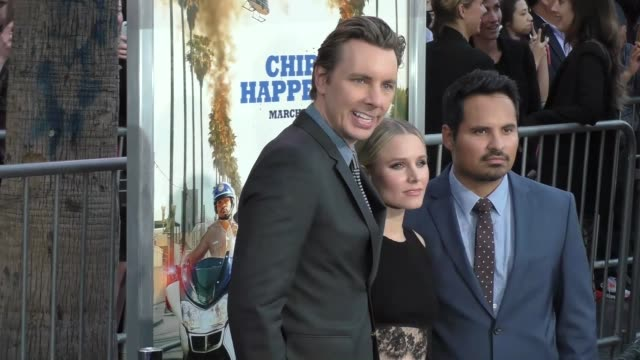 "dax shepard, kristen bell & michael pena at the ""chips"" los angeles premiere at tcl chinese theatre on march 20, 2017 in hollywood, california. - tcl chinese theatre stock videos & royalty-free footage"