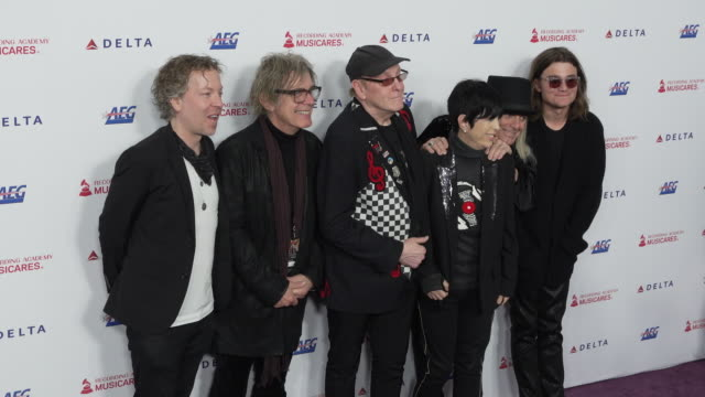 daxx nielsen tom petersson rick nielsen robin zander robin taylor zander jr and diane warren at the 2020 musicares person of the year honoring... - diane warren stock videos & royalty-free footage