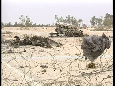 day 13 evening news pool najaf cms burnt and twisted remains of car used in suicide bomb attack that killed 4 us soldiers tilt up us soldiers... - najaf stock-videos und b-roll-filmmaterial