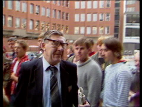 day 137 nao england yorkshire sheffield num hq bv crowd of striking miners outside num hq cms henry richardson through crowd into building pan lr bv... - trade union stock videos & royalty-free footage