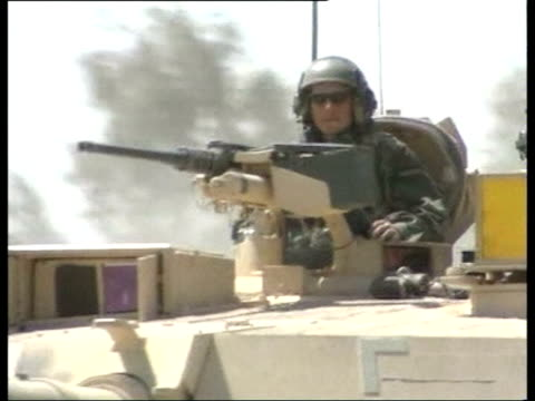 vídeos y material grabado en eventos de stock de day 14 evening news evening ms convoy of m1a1 abrams tanks along road cms crew members of tank looking from turret as along pan ms us marines and... - basra