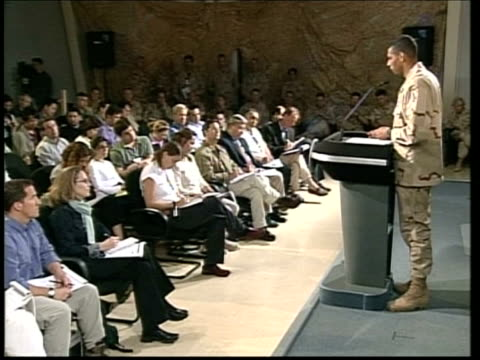day 14 itv late news qatar ms side brigadier general vince brooks standing at podium for press conference cms brigadier general vince brooks press... - itv late news stock-videos und b-roll-filmmaterial