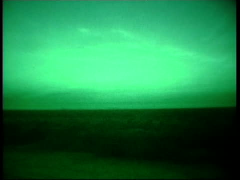 bulletin; 22.44: geraint vincent with 1st parachute regt to north of basra iraq: north-west basra: ext green nightscope shots bvs british soldiers... - iraq video stock e b–roll