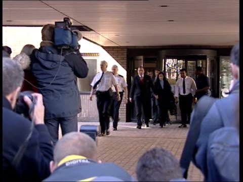 vidéos et rushes de news at nine; news at nine: nina nannar england: london: southwark crown court: ext tecwen whittock towards from court press scrum around major... - jeu télévisé