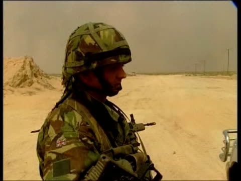 evening news; itn for itv iraq: terry lloyd sitting in vehicle chatting to british soldier british apc along tx 23.3.2003/en - itv evening news stock-videos und b-roll-filmmaterial