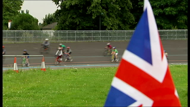 day 5 bradley wiggins wins gold in time trial cyclists along on velodrome track wide shot cyclists along on velodrome reporter to camera - day 5 stock videos & royalty-free footage