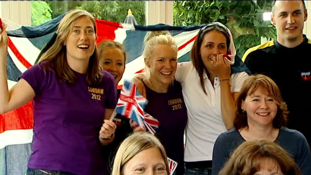 day 5 helen glover and heather stanning win britain's first gold medal bath minerva bath rowing club int gvs members of club watching race - minerva 個影片檔及 b 捲影像