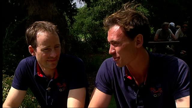 vídeos de stock, filmes e b-roll de day 6: men's lightweight four rowers win silver; clarke interview sot - lightweight