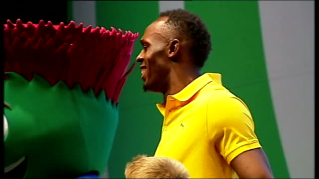 Day 8 LIB / T26071404 INT Side view of Usain Bolt and children at photocall