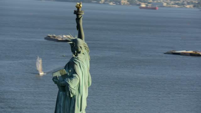vídeos de stock, filmes e b-roll de day aerial of new york city manhattan usa - rio east