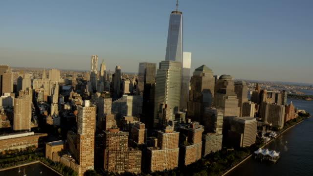 day aerial of new york city manhattan usa - マンハッタン点の映像素材/bロール