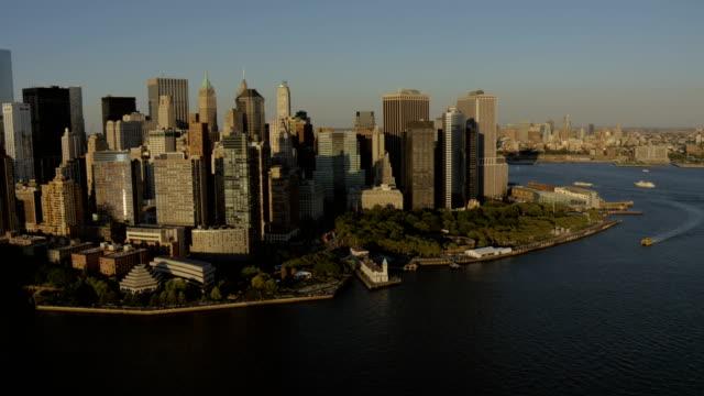 day aerial of new york city manhattan usa - manhattan stock-videos und b-roll-filmmaterial