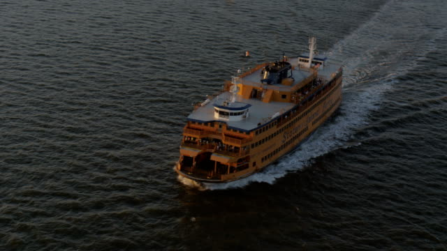 vidéos et rushes de day aerial of new york city manhattan usa - ferry