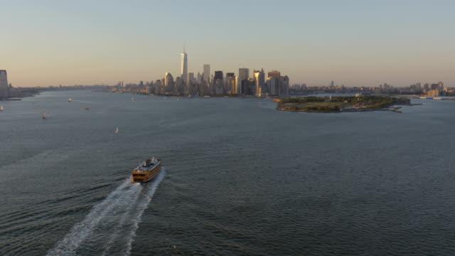 day aerial of new york city manhattan usa - ferry stock-videos und b-roll-filmmaterial