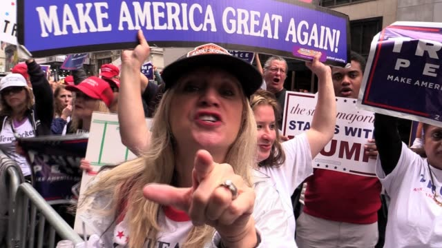 vídeos de stock e filmes b-roll de day after access hollywood tapes surfaced, trump supporters gathered at trump tower, tempers flare - partidário