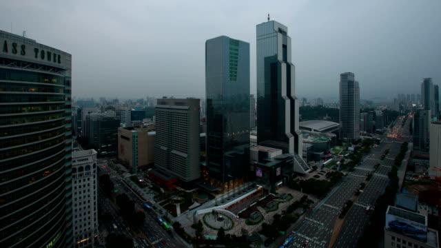 vídeos de stock, filmes e b-roll de day and night view of coex mall and crossroads in seoul - time lapse da noite para o dia
