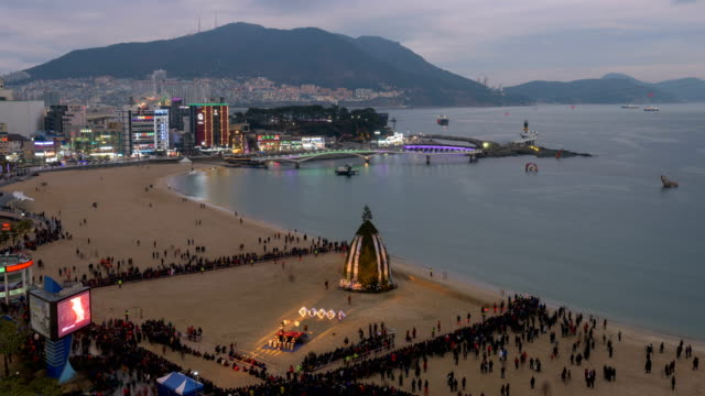 vídeos de stock e filmes b-roll de day and night view of jeongwol daeboreum moon festival in songdo beach, seogu, busan, south korea - korean new year